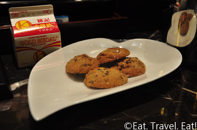 Island Shangri-La Golden Circle Amenities- Chocolate Chip Cookies with Kowloon Dairy Gold Medal Milk