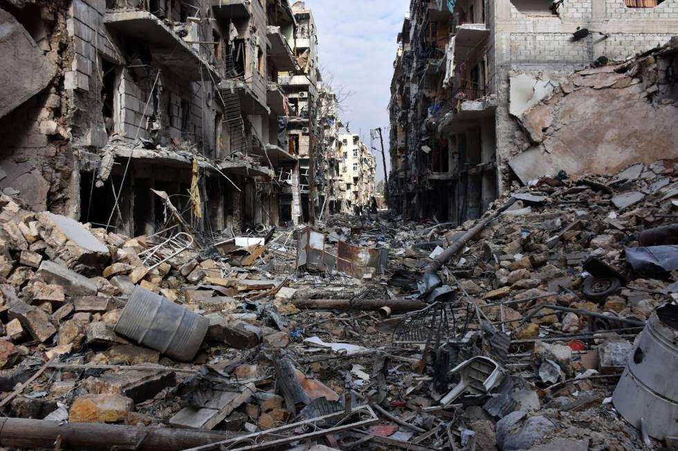 Vista general de destrucción en el barrio de al-Shaar en Alepo
