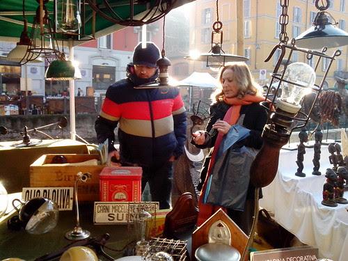 Con il venditore delle lampade by Ylbert Durishti