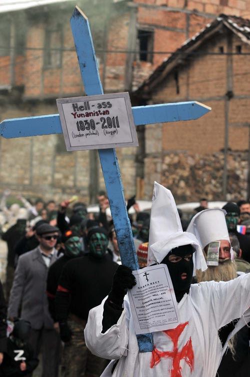 Στα Σκόπια έκαναν την κηδεία της Ελλάδας