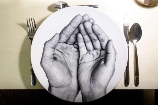 «Avec la beauté, on va reconstruire la dignité de ceux qui viennent manger ici»,promettait Massimo Bottura lors de l'inauguration.