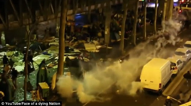 The video also captures the scene before the hundreds of young Africans, mainly Sudanese and Eritreans, were confronted by riot shields and tear gas (shown)