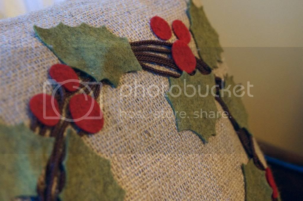 Pottery Barn Inspired: Holly Berry Wreath Pillow