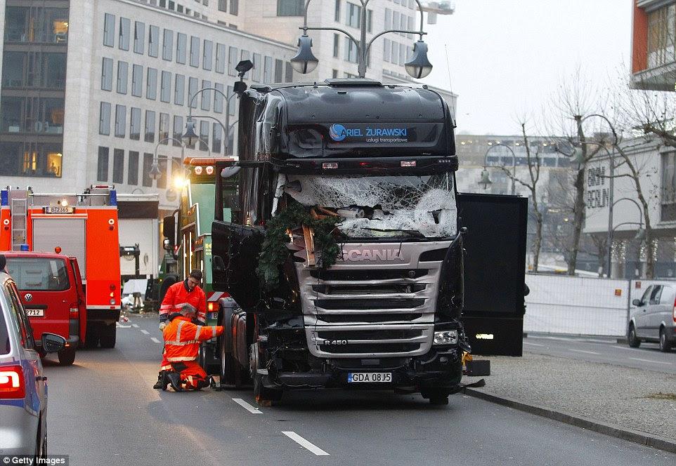 Assassina: O suspeito de terrorismo se acredita ter morto a tiro o piloto polonês do caminhão antes de usá-lo como uma arma horas mais tarde