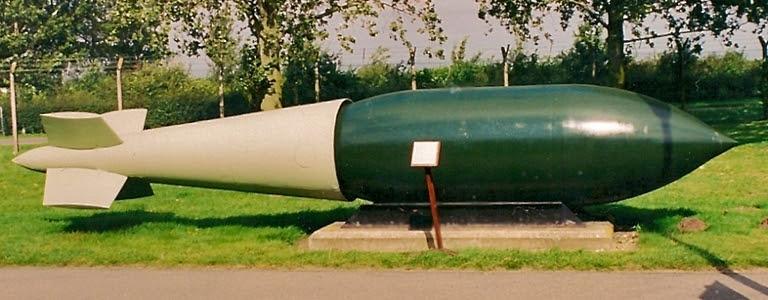 """Resultado de imagem para Bomba de 10.000 kg """"Grand Slam"""""""