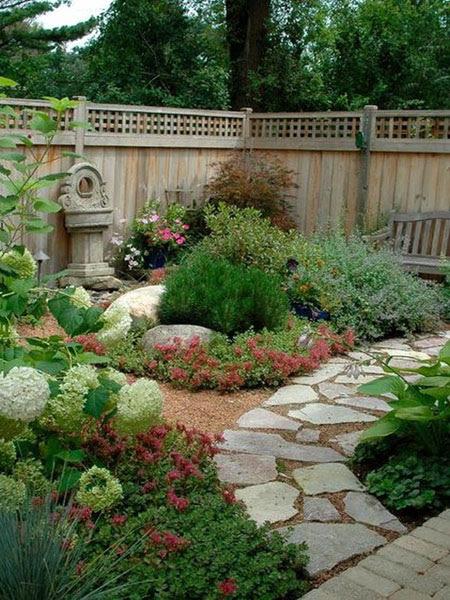Извилистые дорожки в дизайне садового участка