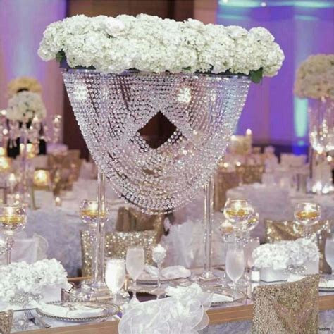 25 Amazing Centerpiece Plastic Vases   Decorative vase Ideas