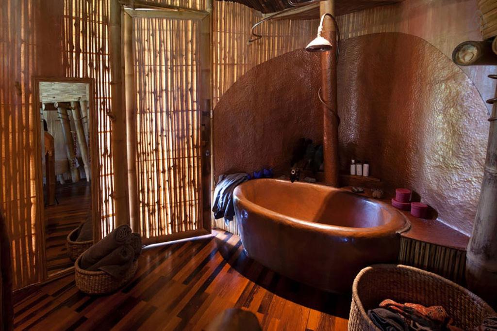 Deixou uma carreira bem sucedida para construir casas sustentáveis de bambú em Bali 05