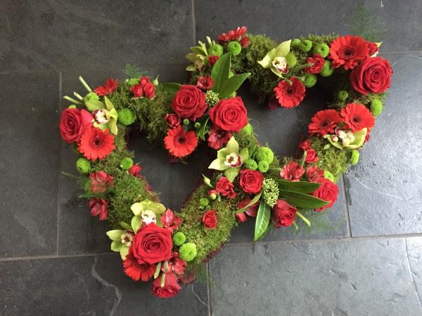 Bildergebnis für a heart of red roses