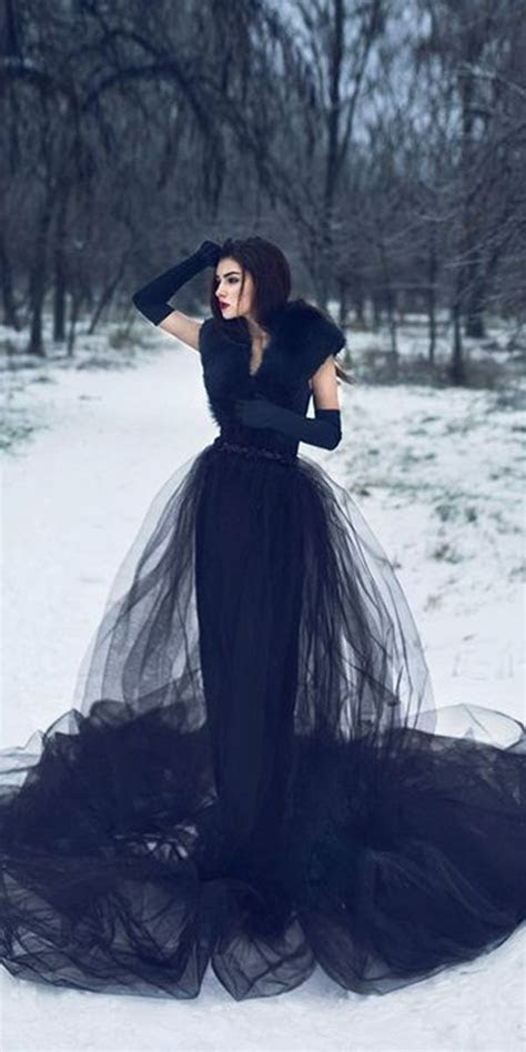 Dark Romance: 24 Gothic Wedding Dresses   Wedding Ideas