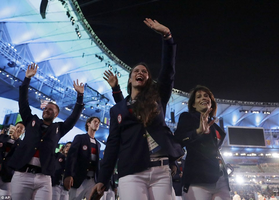 Equipe dos Estados Unidos chega durante a cerimônia de abertura dos Jogos Olímpicos de 2016 no Rio de Janeiro