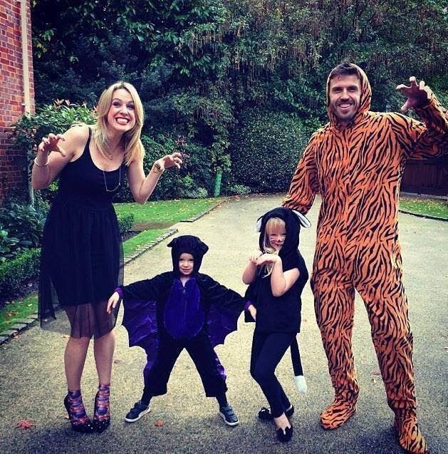 OV5aJUw Family portrait: Michael Carrick (Tiger onesie), his wife & kids get ready for Halloween