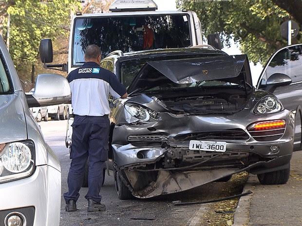 Jogador do Galo se envolve em acidente na Pampulha, em BH. (Foto: Reprodução/TV Globo)