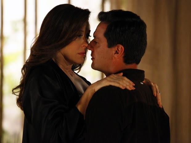 Théo procura Lívia depois de briga por causa de Márcia (Foto: Salve Jorge/TV Globo)