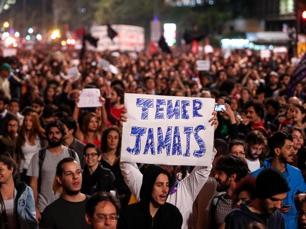 Manifestação contra Temer na Avenida Paulista (Foto: Tiago Queiroz/Estadão Conteúdo)