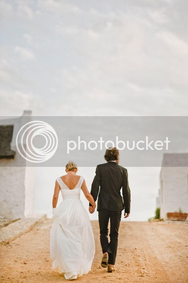 http://i892.photobucket.com/albums/ac125/lovemademedoit/welovepictures/MarkJess_134.jpg?t=1331719000