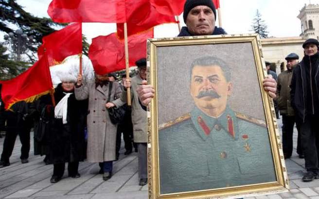 Το Κρεμλίνο «αποκαθήλωσε» αναμνηστική πλάκα του Στάλιν στη Μόσχα