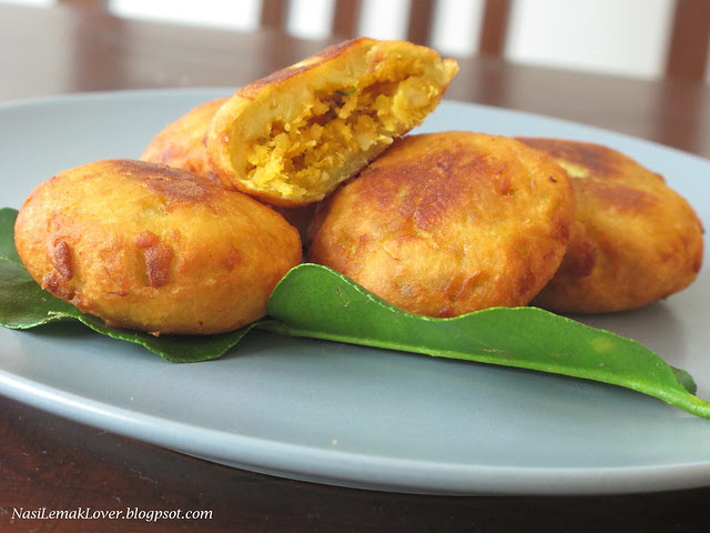 Cucur Badak ( Fried sweet potato cake with savory filling)