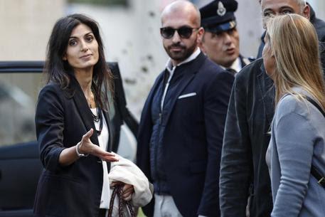 Virginia Raggi lascia la procura di Roma dopo la sentenza di assoluzione © ANSA