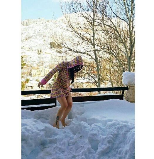 هيفاء وهبي حافية القدمين على الثلج