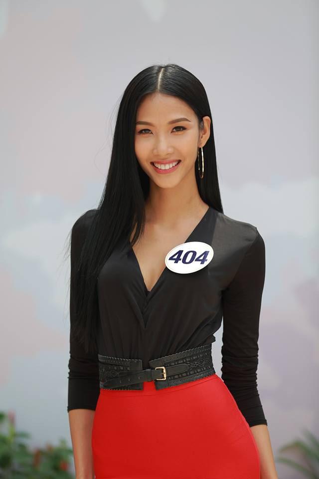 """Kể từ khi dự thi Hoa hậu Hoàn Vũ Việt Nam 2017, Hoàng Thuỳ lột xác hẳn với style """"bánh bèo"""" - Ảnh 2."""