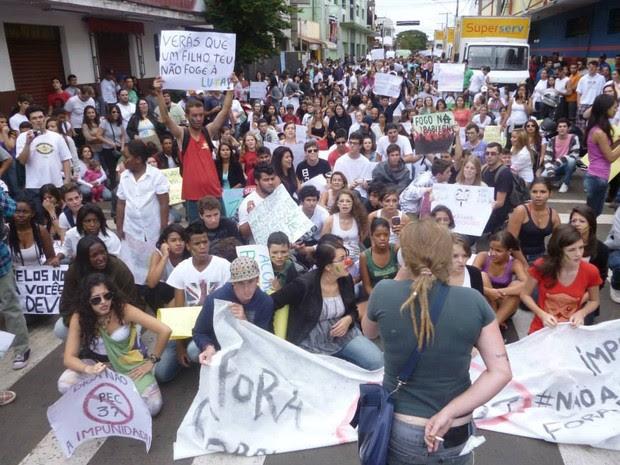 Segundo Guarda Municipal, ato em Leme reuniu 500 pessoas (Foto: Rogério Baldin)