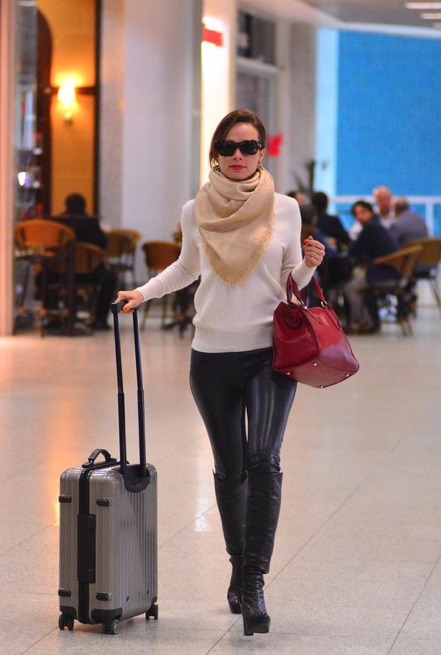 Mariana Ximenes no aeroporto Santos Dumont (Foto: William Oda / AgNews)