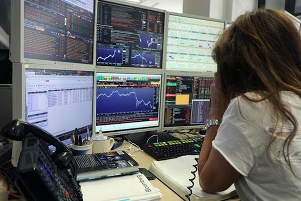 42b9536f5a Borse europee caute, Piazza Affari in calo
