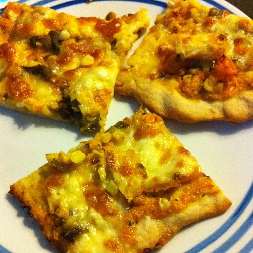 Roasted Corn, Tomato, & Hatch Pizza w/ No-Knead Crust #wfd
