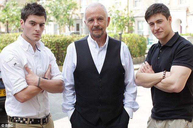 Luas novas: Lapinskas como Anthony Moon, à esquerda, o seu pai na tela Eddie, interpretado por David Essex, centro e Disciplina como Tyler Lua, certo