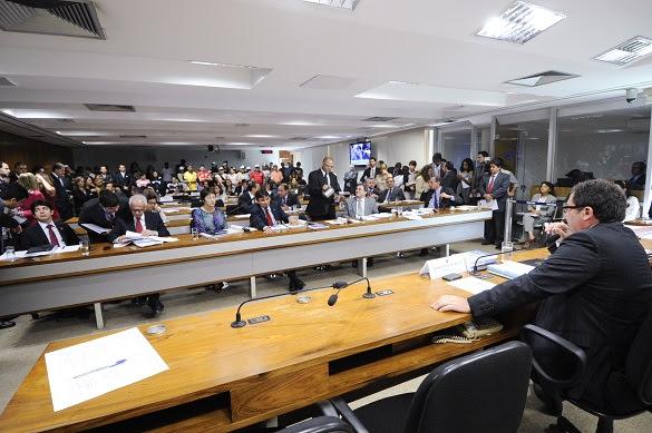 Sessão da Comissão de Constituição, Justiça e Cidadania do Senado que aprovou nesta quinta-feira (27) a PEC do Trabalho Escravo (Foto: Geraldo Magela/Agência Senado)