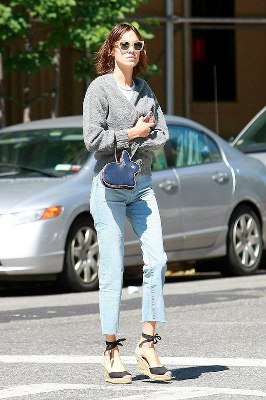 Le Fashion Blog Celebrity Style Alexa Chung Chunky Sunglasses Grey Sweater Bunny Shaped Bag Cropped Jeans Espadrille Wedge Sandals Via Vogue Spain
