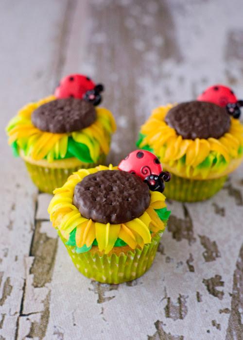 gastrogirl: sunflower cupcakes.