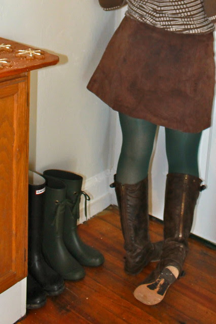 Christmas eve outfit: green tights, leather boots, vintage suede mini skirt, Anthopologie sweater