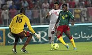 Tunisia's Sami Allagui (C) fights for the ball with Cameroon's Aurelien Chedjou (R) during their 2014 World Cup qualifying soccer match at Rades Stadium in Tunis October 13, 2013. REUTERS/Zoubeir Souissi