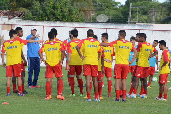O técnico do América, Roberto Fernandes, afirmou que, caso não tenha surpresa, o elenco rubro está pronto para o início da temporada