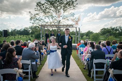A White Dove Release for Your Wedding   Bride St. Louis