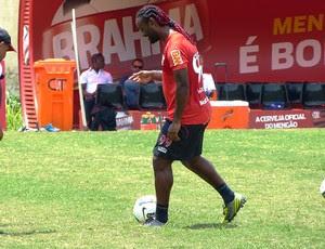 Vagner Love treina pênaltis e finalizações (Foto: Vicente Seda / Globoesporte.com)