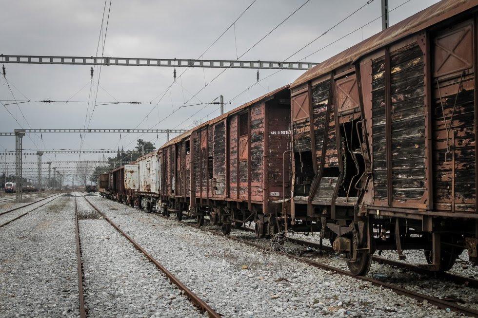 Tren de mercancías abandonado en una de las vías inutilizadas en la estación de Idomeni. (Febrero 2017)