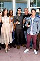 dylan obrien reunites with teen wolf cast at comic con 04