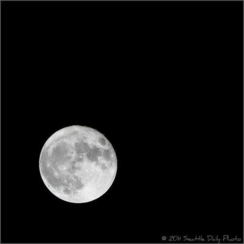 Super Moon Over Seattle:  Handheld shot