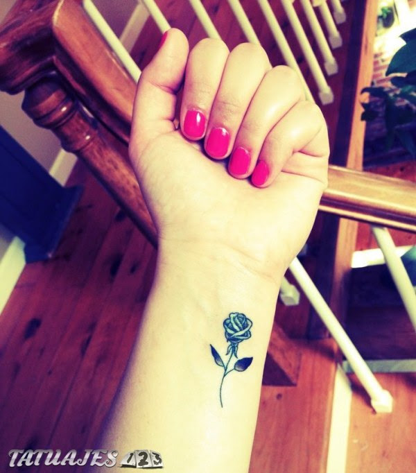 Pequeña Rosa En La Muñeca Tatuajes 123