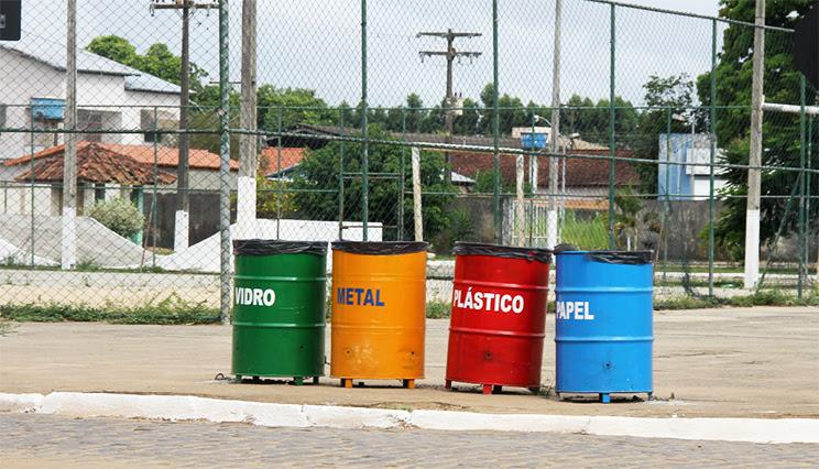 Tunéis de alumínio de coleta seletiva foram colocadas em pontos estratégicos da cidade . (Foto: Alex Barbosa/Bahia Dia a Dia)