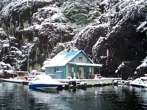 Floating-Houses-In-Powell-Lake-5