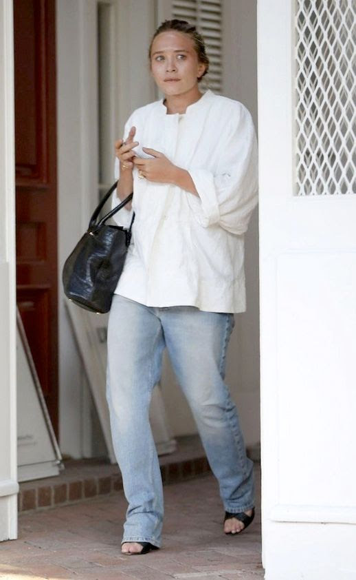 Le Fashion Blog Mary Kate Olsen White Tunic Top Relaxed Jeans Croc Embossed Tote Bag Los Angeles 2014 Front photo Le-Fashion-Blog-Mary-Kate-Olsen-Relaxed-Jeans-Los-Angeles-2014-Front.jpg