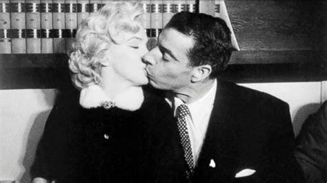 Marilyn Monroe, Joe DiMaggio's marriage certificate sells