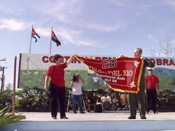 2000-fidel-durante-el-acto-en-la-sede-del-26-en-pinar-del-rio-01