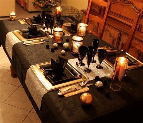 Table de fete noir, or et argent   dekoracje sto?u, domu