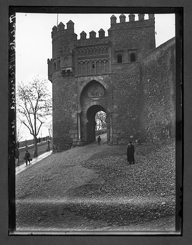 Puerta del Sol hacia 1910. Fotografía de Charles Chusseau-Flaviens. Copyright © George Eastman House, Rochester, NY