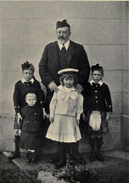Archivo:Eduardo VII Y nietos 1902.png